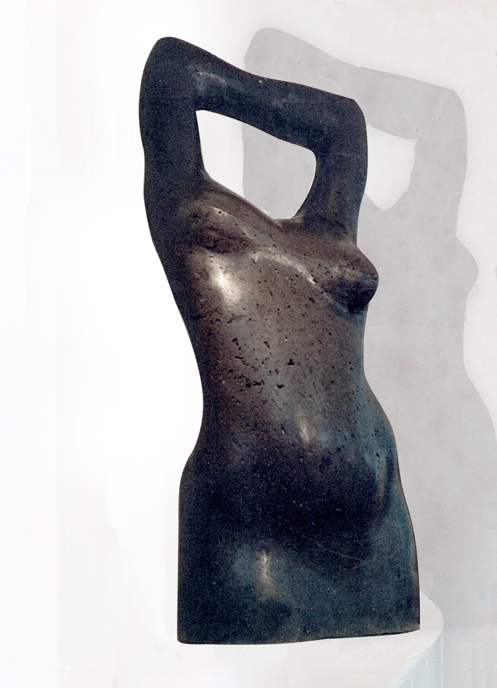 Escultura-Torso-Femenino-Basalto-C-Figurativo-Abstracto-RD.Escultor
