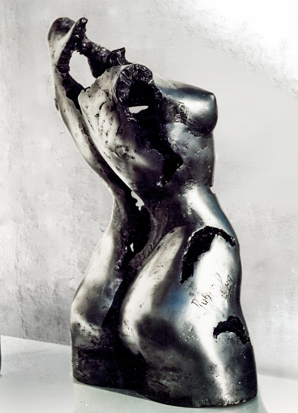 Escultura-Torso-Femenino-Aluminio-B-C.Danone-RD.Escultor